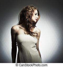 mode, verticaal, van, jonge vrouw , in, studio