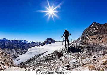 model;, zomer, alpen, nationale, italy., endurance., bereiken, hoog, d'aosta, berg, geluk, val, day., avontuur, paradiso, concept:, pieken, succes, zonnig, bergpas, volwassene, achtergrond, kaukasisch, wandelaar, park., gran, mannelijke , italiaanse