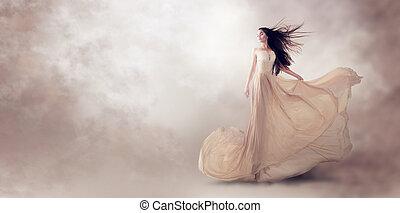 modella, in, bello, lusso, beige, fluente, chiffon, vestire