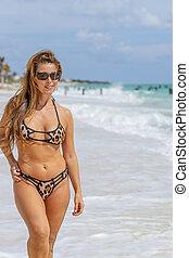 modelo, bonito, desfrutando, espanhol, praia, dia