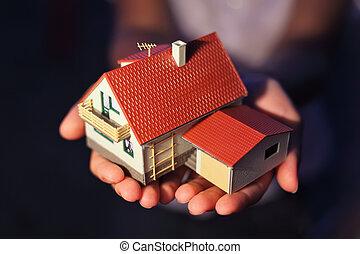 modelo casa, com, garagem, ligado, mãos