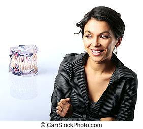 modelo, com, dental, problemas, e, latim, mulher olha, surpreendido