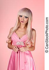 modelo, con, barbie, muñeca, maquillaje