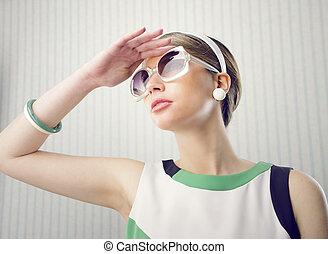 modelo, con, gafas de sol