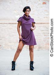 modelo, de, mujeres, moda, posturas, cuerpo lleno, con, un,...