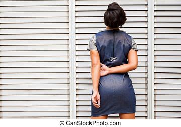 modelo, de, mujeres, moda, posturas, en, vista trasera,...