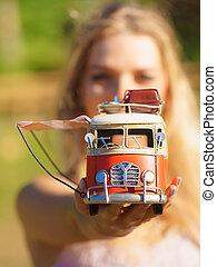 modelo, hippie, objeto, furgão, mulher segura