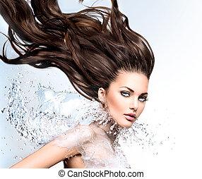 modelo, menina, com, água, respingo, colarinho, e, longo, soprando, cabelo