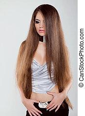modelo moda, menina, com, longo, saudável, cabelo, posar, em, estúdio