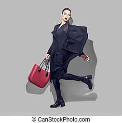 modelo moda, menina, pleno retrato comprimento, ligado, cinzento, experiência., beleza, elegante, morena, mulher, posar, em, na moda, roupas