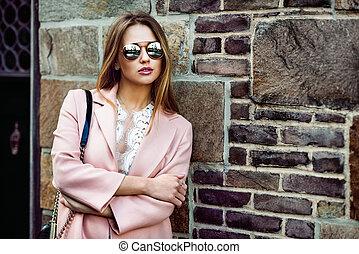 modelo, mujer, llevar lentes de sol