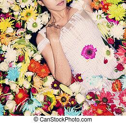 modelo, posar, con, flores