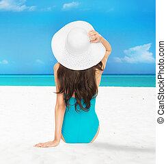 modelo, swimsuit, chapéu, sentando