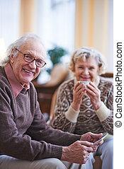 modern, älterer mann