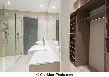 Modern bathroom with walk in robe - Spacious contemporary...