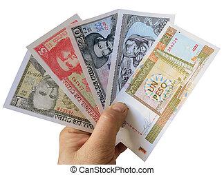 Modern Cuban banknotes.