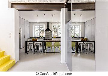 Esszimmer spalten lebensunterhalt spalten zimmer oben for Moderne esszimmer tische