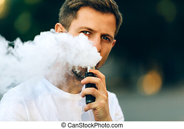 modern, fiatalember, noha, egy, szakáll, móka, vaporizers, outdoor., hím, alatt, white trikó, vape, ecig., sötét háttér, a, este, napnyugta, felett, a, city., hanglejtés, image.