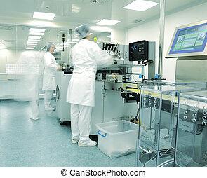 modern, gyár, gyógyszer termelés, automatizált, egyenes