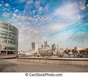 modern, skyline, von, london, an, dämmerung