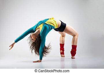 modern, stil, tänzer, posierend, auf, grau, hintergrund