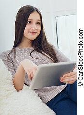 modern, teenagermädchen, gebrauchend, tablette pc