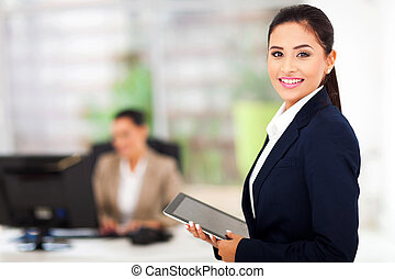 moderne, businesswoman, vasthouden, tablet, computer