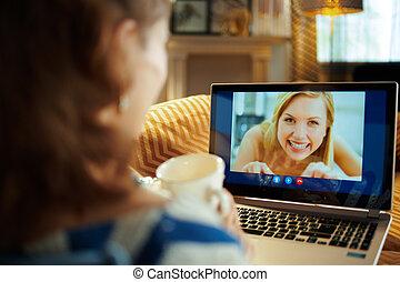 moderne, femme foyer, informatique, vidéo, bavarder, avoir