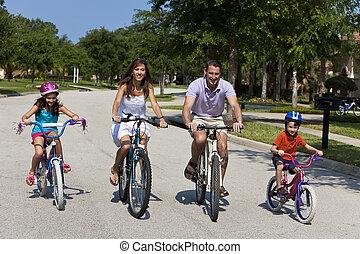 moderne, gezin, ouders, en, kinderen, cycling