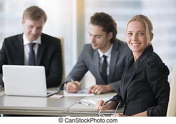 moderne, groupe, hommes affaires, bureau bureau