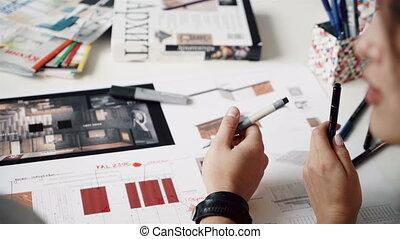 moderne, maison, sommet, matériel, architectes, échantillon, mains, dessin, vue