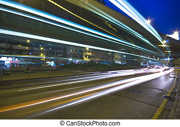 moderne, urbain, ville, à, autoroute, trafic, soir