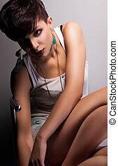 moderne, vrouw, met, kort, kapsel, bob, zittende