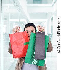 moderne, vrouw winkelen, in, mall, vasthouden, zakken