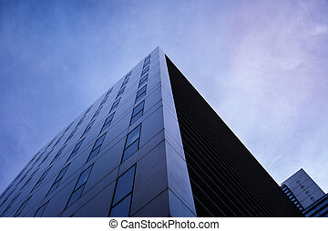 Modernes Gebäude von Unten - Pyramidenähnliche Fotografie...