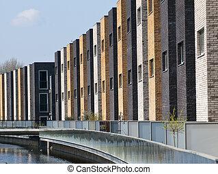 moderno, bienes raíces