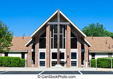 moderno, chiesa, con, grande, croce, dinnanzi