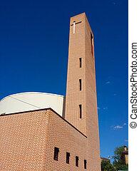 moderno, chiesa, di, mattone, rosso, con, uno, grande, torre