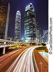 moderno, ciudad, por la noche