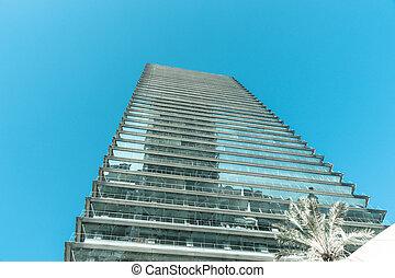 moderno, costruzione ufficio, angolo basso, punto vista