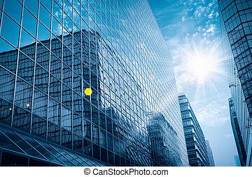 moderno, edificio de cristal, debajo, el, cielo azul