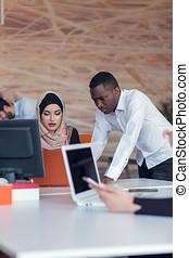 moderno, grupo, empresa / negocio, personas trabajo, oficina., oficina, inicio, trabajo, team., compañía, tecnología, diario, inicio