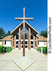moderno, iglesia, un, marco, gabled, techo, metal, cruz