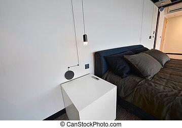 moderno, lámpara, blanco, nightstand, en, moderno, dormitorio, diseño de interiores