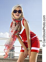 moderno, niña, en, vestido rojo