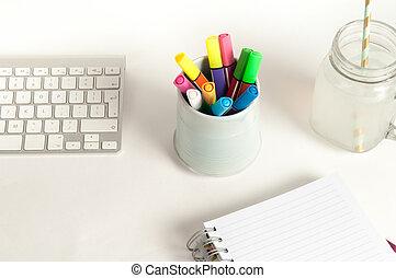 moderno, oficina, escritorio, con, creativo, trabajo, herramientas