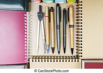moderno, oficina, escritorio, con, suministros
