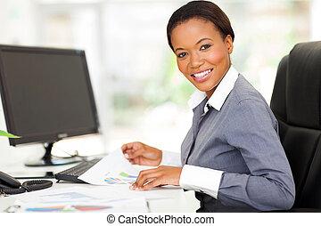 moderno, trabajador, joven, oficina, africano
