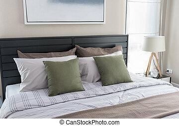 moderno, verde, cuscini, letto, camera letto