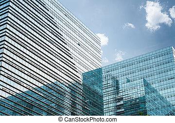 moderno, vidrio, rascacielos, debajo, el, cielo azul